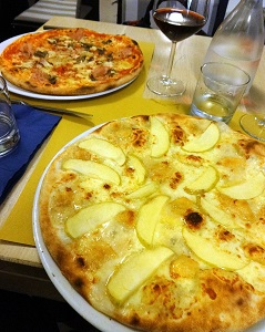 pizza apples and gorgonzola cheese