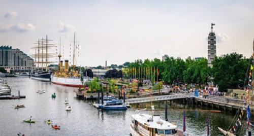 crtsy-drwc-spruce-street-harbor-park-aerial-popped-550VP