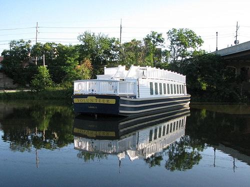 La salle canal boat
