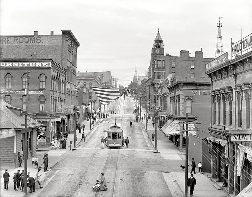 Marquette, MI - Front Street 1909